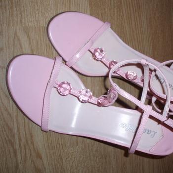roosad kingad suurusele 39.