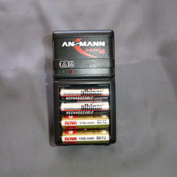 Akulaadija Ansmann Basic4